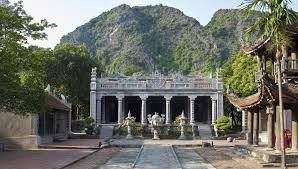 hoa-lu-tam-coc-tour-vietnam-local-bus
