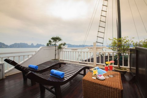 vietnam-local-bus-4-stars-cruise