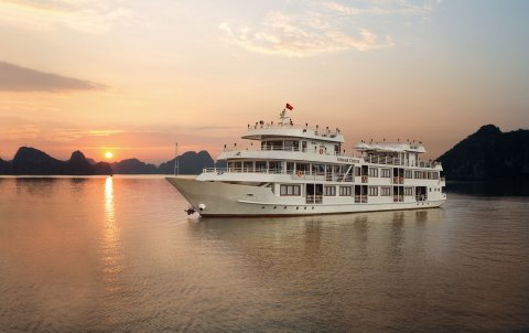 vietnam-local-bus-5-stars-cruise